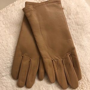 Woman's tan wrist length leather gloves